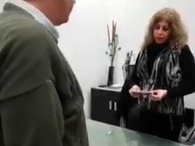 Entrega 5 mil dólares que encontró en restaurante; buscan a dueño