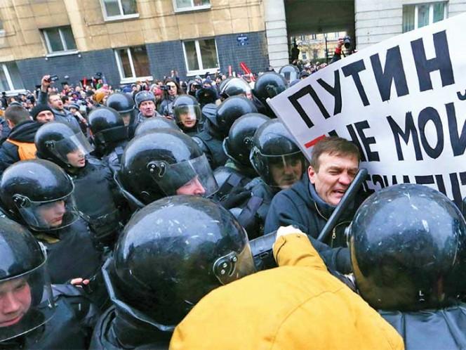 La policía detuvo al líder opositor Navalni en el centro de Moscú