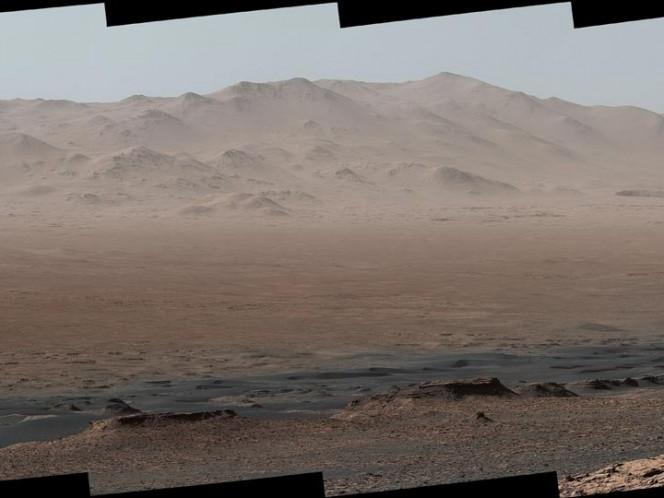 El vehículo explorador Curiosity de la NASA capturó una imagen panorámica dentro del Cráter Gale en Marte