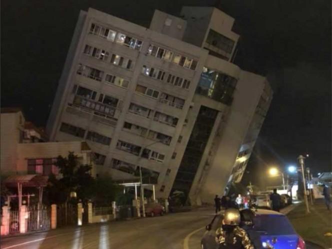 Se derrumba un hotel en Taiwán tras el sismo de 6,4