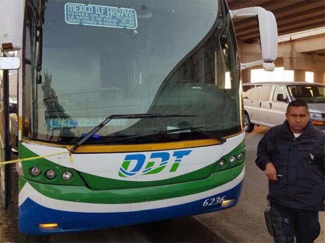 Pasajero muere tras oponerse a un asalto en autobús