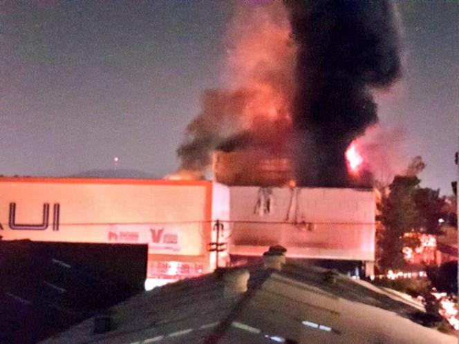 Se registra incendio en plaza comercial de la Gustavo A. Madero