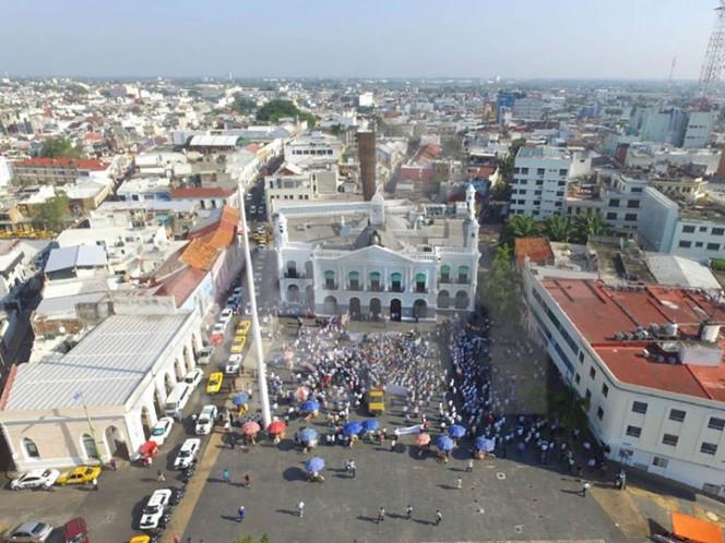 Taxistas bloquean entradas a Villahermosa en protesta contra servicio de Uber