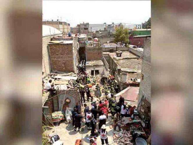Se registra derrumbe por explosión en Iztacalco
