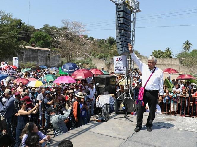 AMLO vaticinó que militares, marinos y migrantes votarán por él