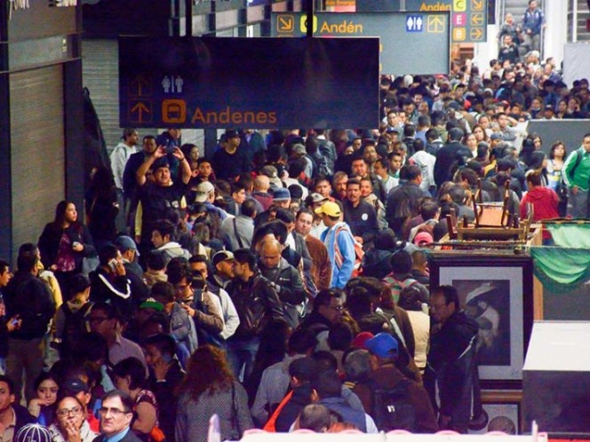 Investigan accidente de vehículo que cayó a vías del Metro