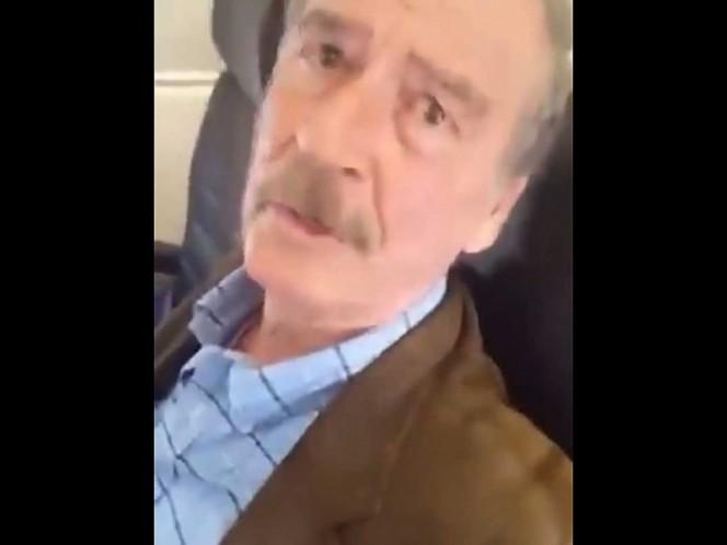 'Señor sin pensiones' llama mujer a Vicente Fox en un avión
