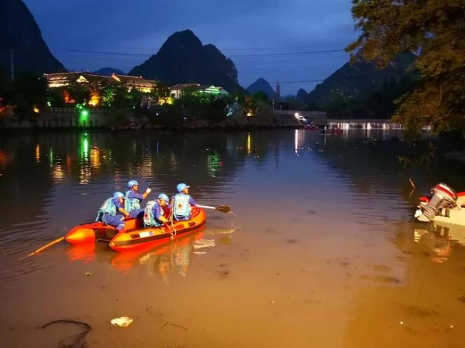 Diecisiete muertos al volcar dos tradicionales Barcos Dragón al sur de China