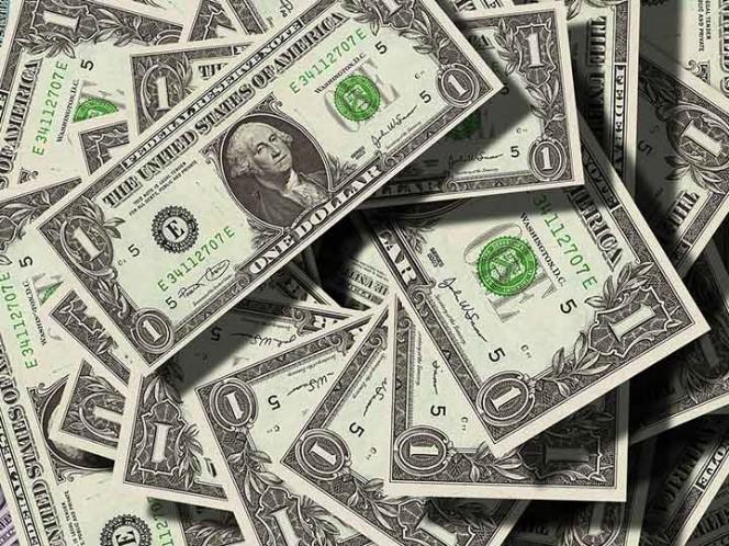 Peso 'ignora' el debate y cae ante fortaleza del dólar