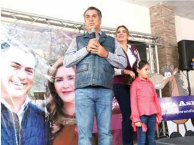 'El Bronco' pasea en trajinera en Xochimilco