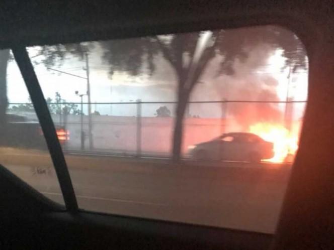 Se incendia vehículo en Miramontes y Taxqueña