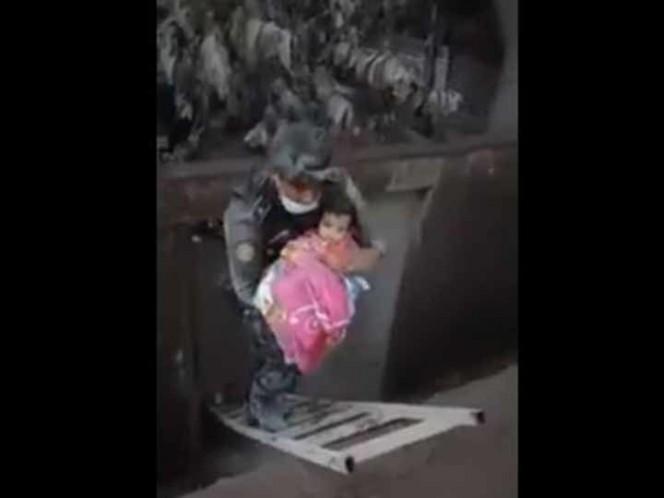 Rescatan con vida a bebé que estaba bajo los escombros — Guatemala