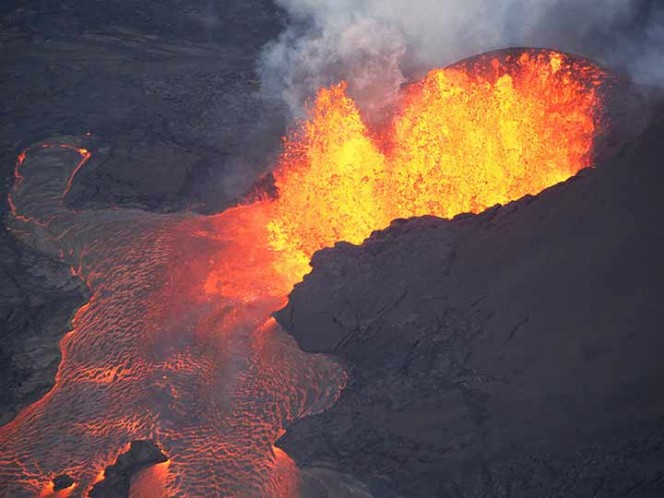 Así es el gigantesco cráter Pu'u 'O'o del volcán Kilauea — VIDEO AÉREO