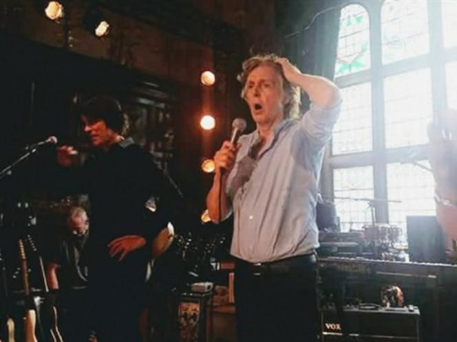Paul McCartney ofrece concierto sorpresa