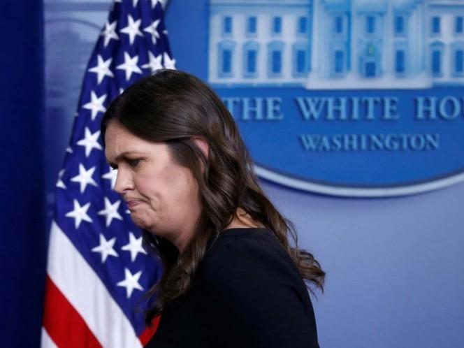 Retiran de restaurante a secretaria de prensa de la Casa Blanca