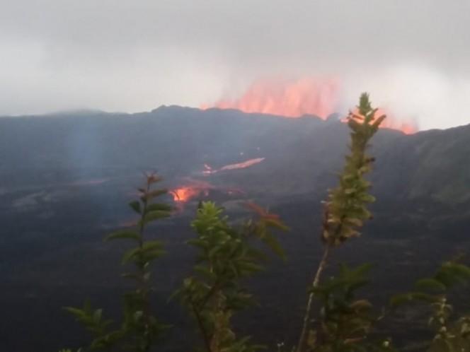 Otro volcán entró en erupción… esta vez en Ecuador