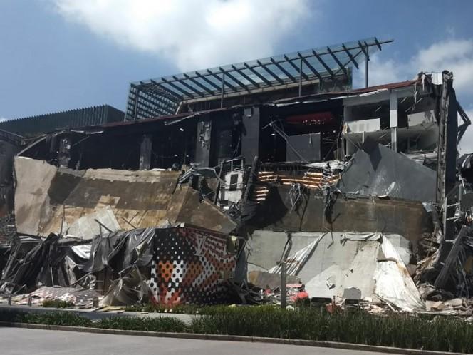 Protección Civil no reporta lesionados en plaza comercial derrumbada