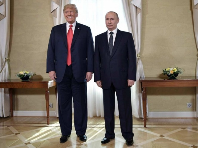 Saludo de Melania Trump con Putin se vuelve viral por esa razón