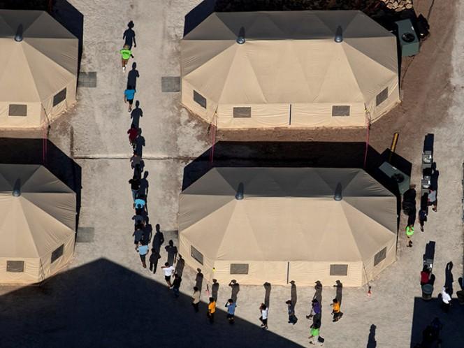 Niños migrantes dicen pasar hambre en centros de detención de EU