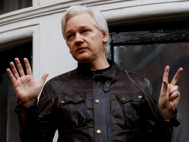 Ecuador negocia salida de Assange de su Embajada