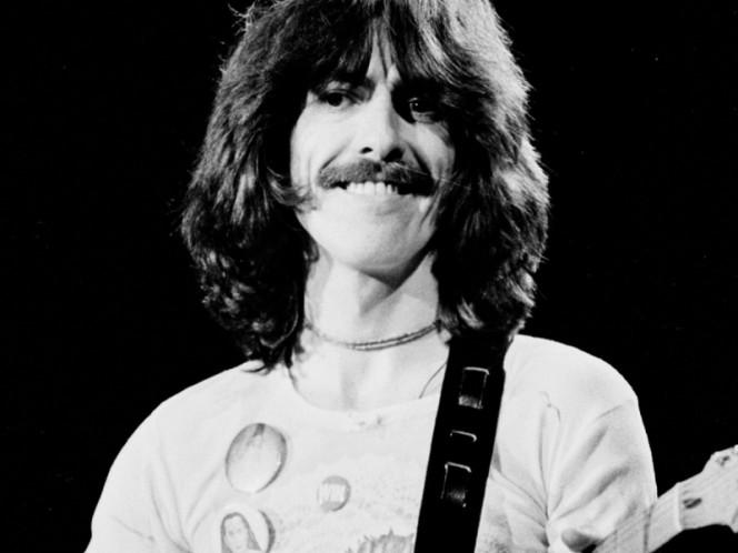 Subastarán guitarra y lentes que pertenecieron a George Harrison