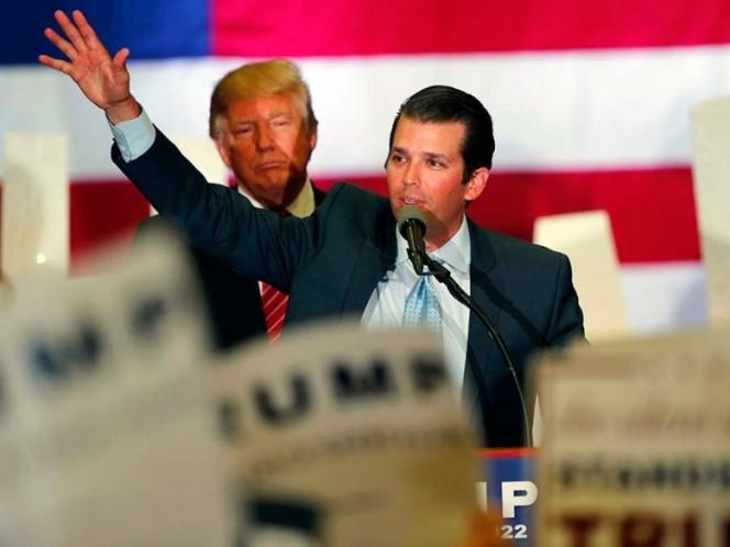 Trump admite que su hijo buscó datos de Hillary Clinton
