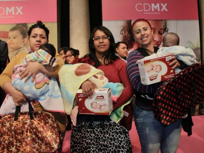 Realizan foro sobre lactancia materna... sin mujeres en el panel