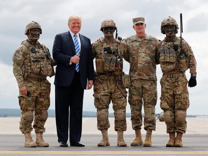 Trump firma presupuesto militar anual por 717 mil mdd