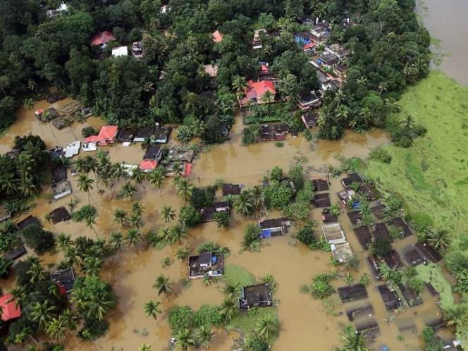 Cientos de muertos en India por inundaciones, miles de evacuados y aislados