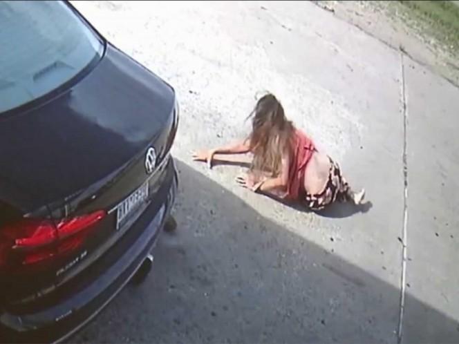 Atropellan a mujer para robarle bolso con 75 mil dólares
