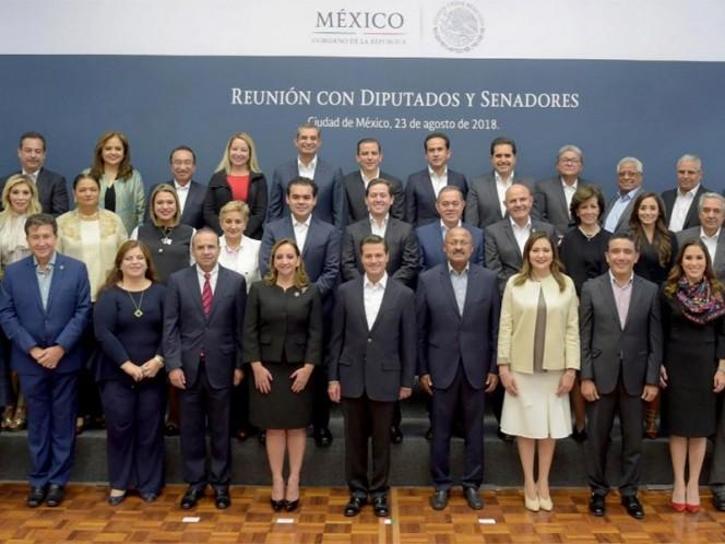 El presidente de la República, Enrique Peña Nieto, se reunió hoy en la Residencia Oficial de Los Pinos con diputados y senadores del PRI – Foto: Presidencia