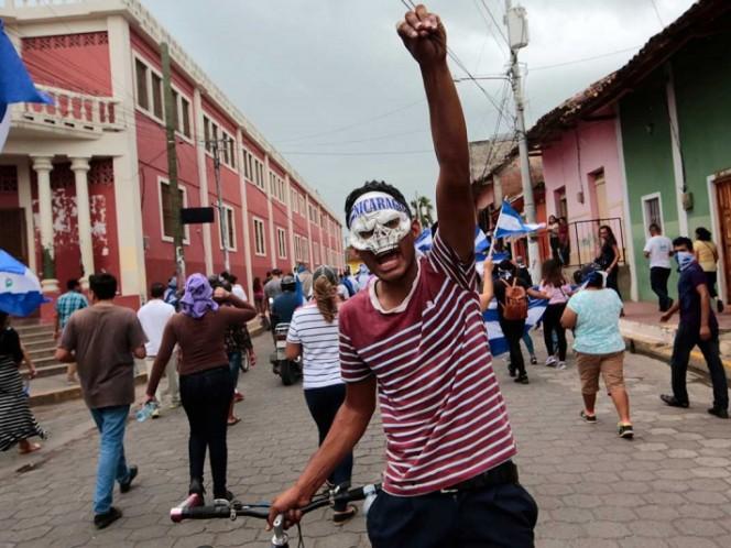 Sánchez se reúne con canciller dominicano en escala técnica en Santo Domingo