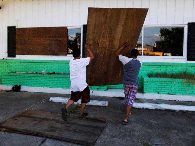 Florence toca tierra en EEUU E inunda parte de las Carolinas