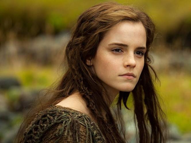 Emma Watson se disfraza de Wonder Woman para su club de lectura