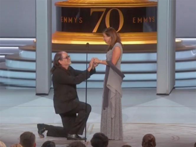 Ganador del Emmy le propone matrimonio a su novia