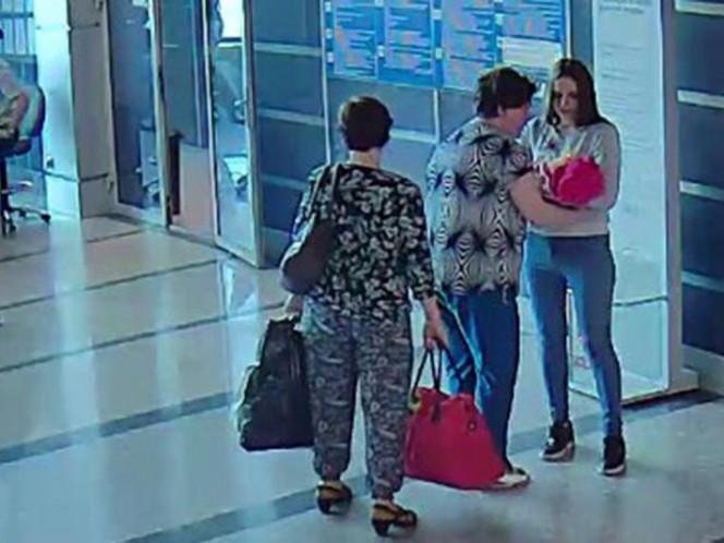 Graban a madre rusa mientras vende a su bebé por 900 pesos