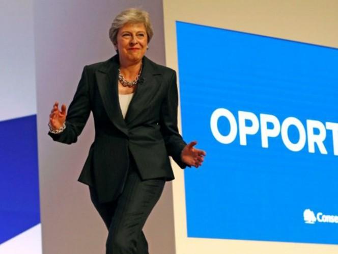 [VIDEO] Theresa May entró bailando Dancing Queen para hablar del Brexit