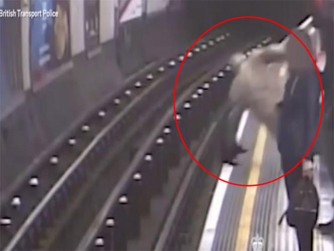 Empuja sujeto a las vías del metro a anciano de 91 años