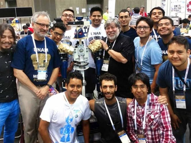 Quadratín: Justina se corona entre los mejores robots de competencia internacional