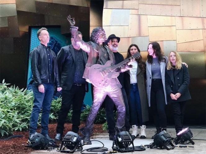 Se devela estatua en Seattle en honor a Chris Cornell