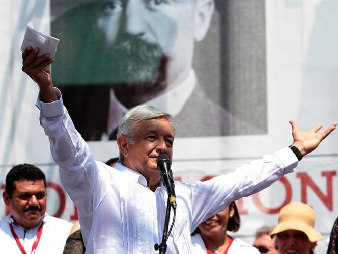 """López Obrador sostuvo que se sacará adelante a la industria petrolera desde Tabasco, la cual, dijo, """"va en picada"""", por lo que la nación necesita de todo el respaldo – Foto: Notimex"""