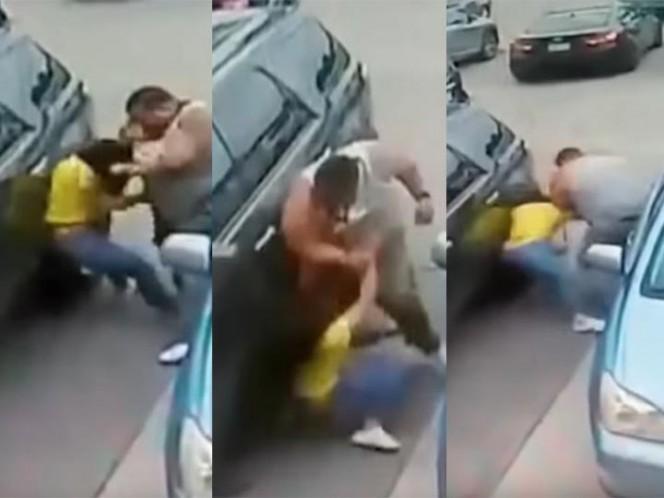 La golpea brutamente por 'lugar' en estacionamiento