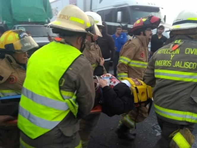 Reportan 25 lesionados tras volcadura de autobús en Jalisco
