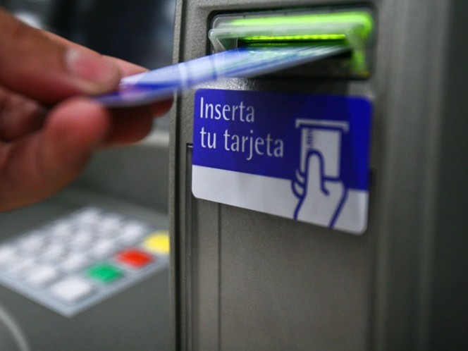 Morena busca reducir y prohibir a bancos cobro de comisiones
