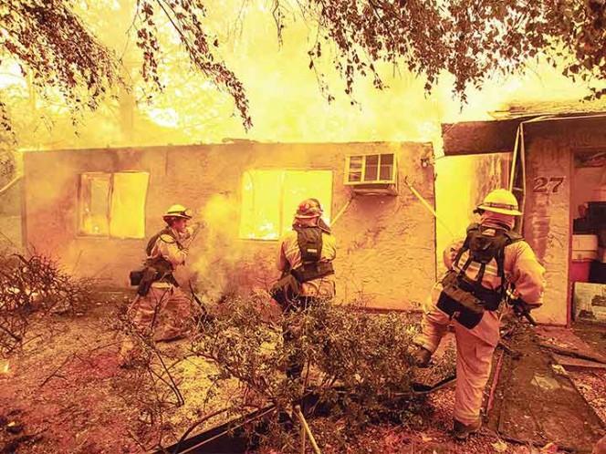 Mueren 31 por incendios forestales en California