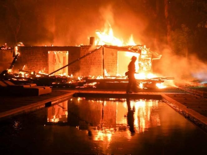 228 desaparecidos en fuego forestal