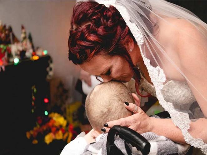 Niño con cáncer deseó ver casada a su mamá; murió