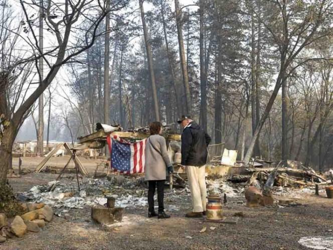 Trump y gobernador de California recorren zona arrasada por