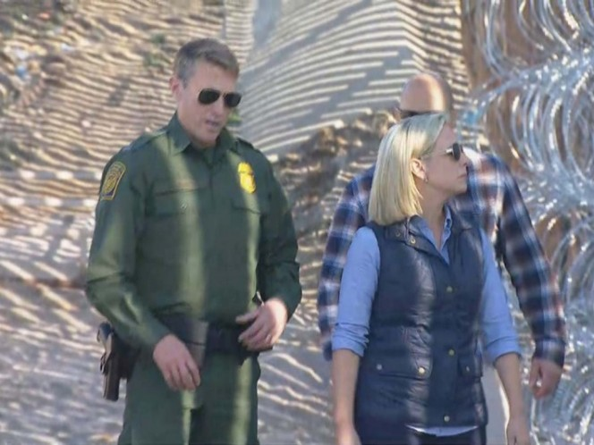 Secretaria de Seguridad Nacional de EU visita muro fronterizo