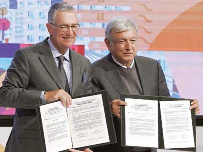 López Obrador visita TV Azteca; se reúne con directivos de la televisora